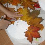 клеим листья и отрезаем у них ножку